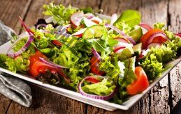 einen frischen Salat mit der Kenwood Cooking Chef Gourmet KCC9060S Küchenmaschine zubereiten