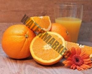 Einen Orangensaft mit der Zitruspresse der Küchenmaschine von Siemens zubereiten