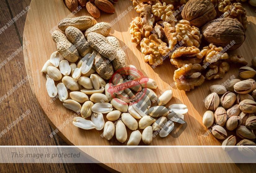Nüsse mit Pürierstab zerhacken